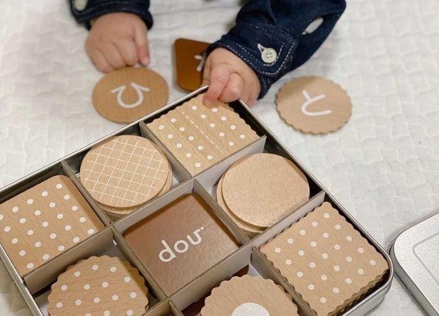 遊んで学べるビスケット型の木のおもちゃ!douの《ひらがな biscuit》