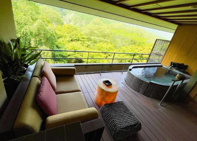 日本一予約が取れない人気宿!全室露天風呂付きの温泉旅館『箱根吟遊』