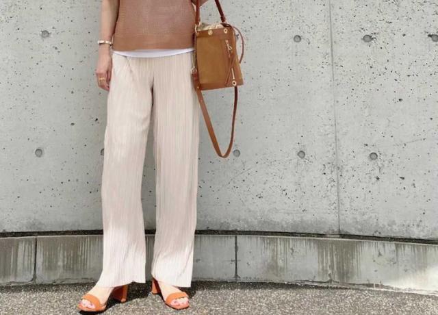3000円以下!着回し抜群のプチプラボトムス♡Re:EDITの『グロッシーサテンプリーツパンツ』