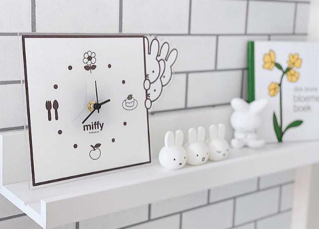 シンプルな暮らしに馴染む♡限定デザインの『ミッフィーのモノクロ壁時計』