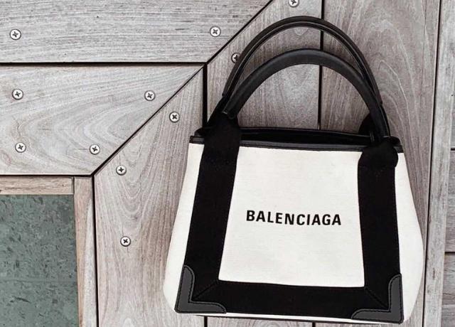 お得に買える♡大人気のBALENCIAGA『キャンバストートバッグ』