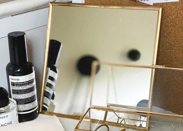 真鍮フレームが可愛い♡シンプルなデザインがインテリアにも馴染む『スタンドミラー』