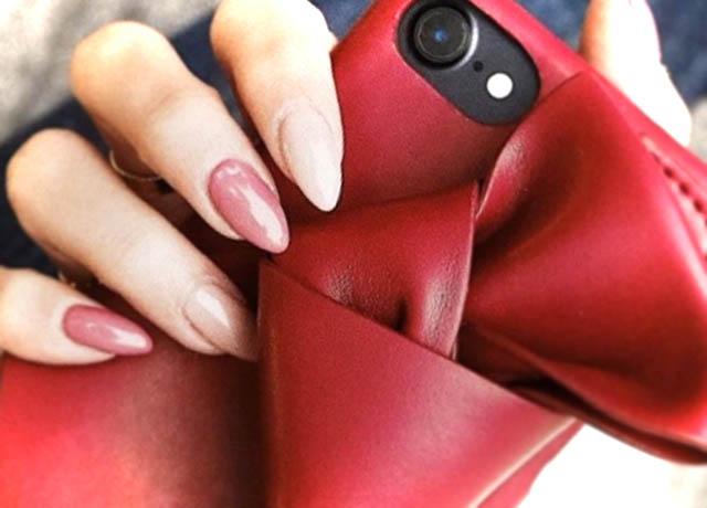 さのまいコラボやSLYなど、人気ブランドスマホケース!新型iPhoneにも対応♪