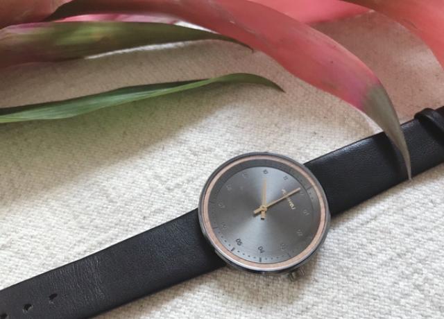 大切な人に贈りたい!日本の桜モチーフのVEJRHOJ(ヴェアホイ)腕時計レビュー